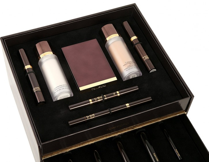 THE ULTIMATE HOLIDAY GIFT: TOM FORD BEAUTY TROUSSEAU 450 3001058 TFONLINE 001 ALT05 e1414080113257 725x562